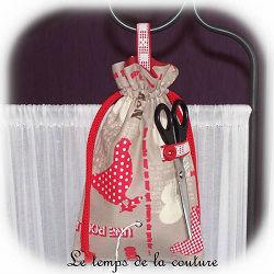 cuisine sac ficelle taupe écru rouge poule oeuf brodé ficelle dijon gien chatillon loire couture création décoration ameublement fait main le temps de la couture