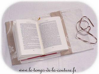 protège livre couvre livre ajustable beige écru jacquard dijon couture création décoration ameublement fait main